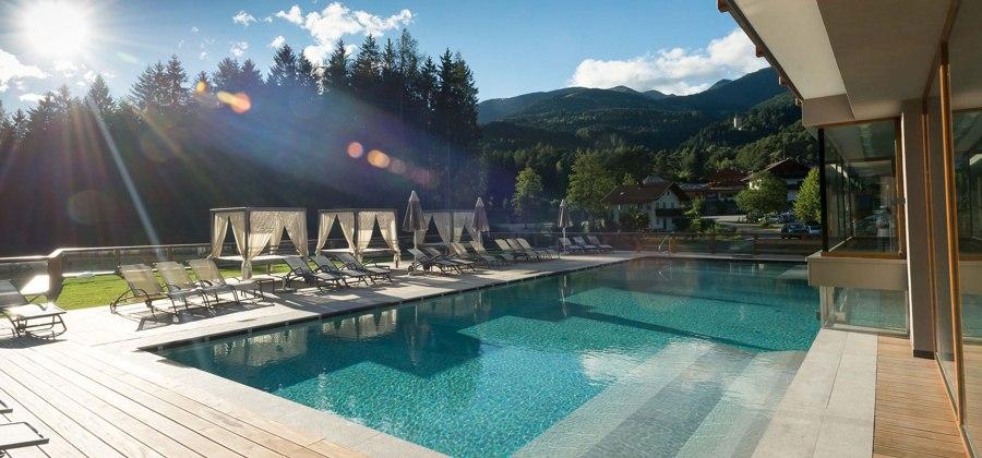 Hotel 4 stele con centro benessere sul Lago, piscina esterna